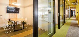 mamparas-sala-de-reuniones_privacidad_espacios-de-trabajo_Dinof